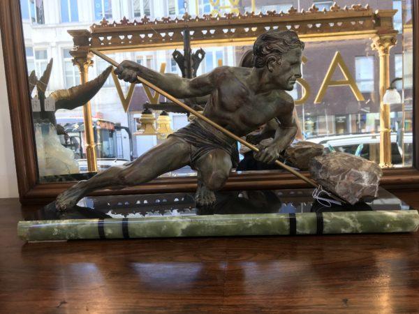 Sculpture ART DECO homme porteur de pierre