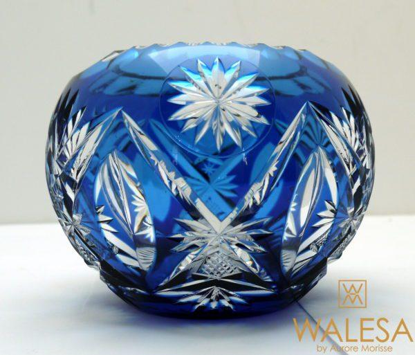 Vase boule cristal clair doublé bleu cobalt et taillé