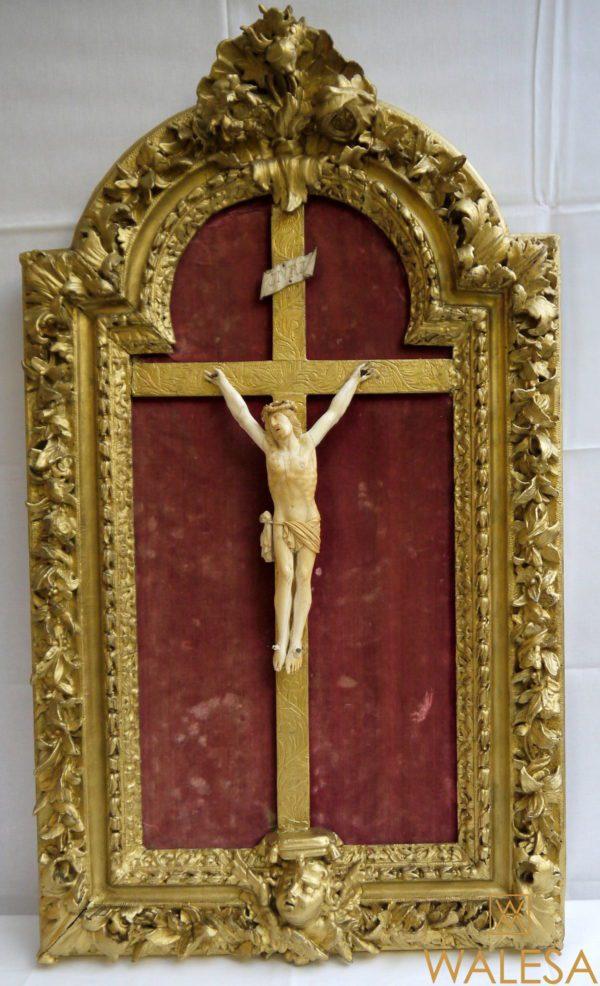 cadre christ ivoire XVIIIème