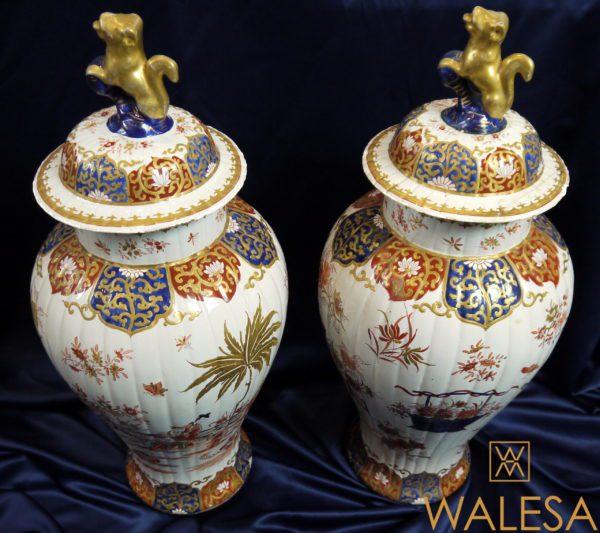 Paire de vases couverts faïence Delft doré