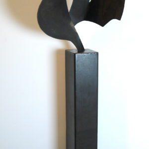 Baudart Johan, sculpture en acier sur socle, signée datée