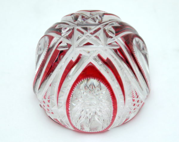 Presse papier cristal doublé rouge et taillé Val saint Lambert