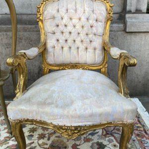 Fauteuil à la reine en bois doré style Louis XV